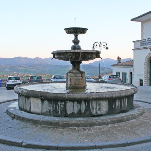 Fontana in alabastro, Piazza Umberto I (sec. XVII)